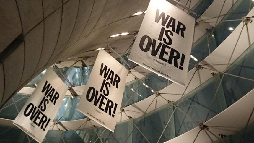 『WAR IS OVER(戦争は終わる)』