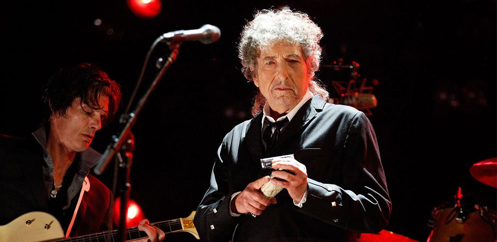 【ロック】ボブ・ディラン、携帯撮影の観客に激怒し公演途中終了「演奏か、写真か、どちらかだ。わかったか」