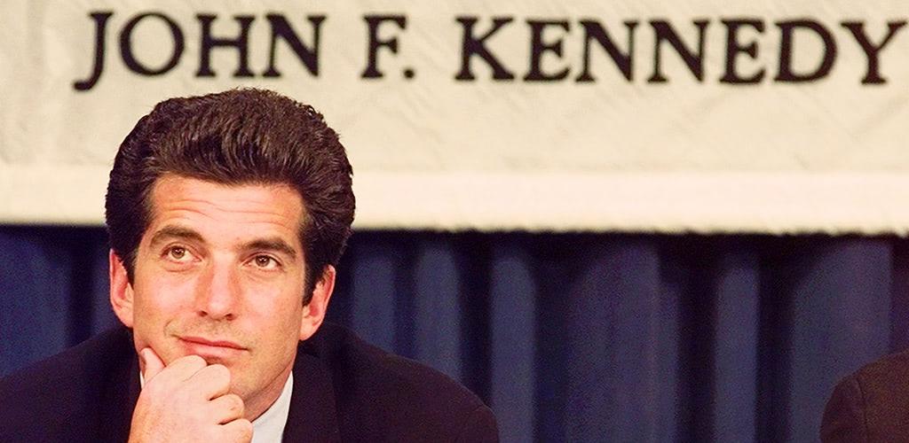 JFKジュニアの悲劇の死は偽装だった? 陰謀論支持者たちが「復活」を信じる理由